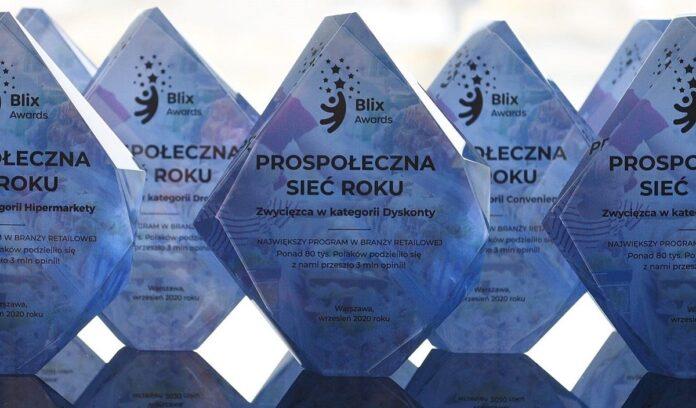prospoleczna_siec__roku_statuetki_materialy_prasowe_blixawards