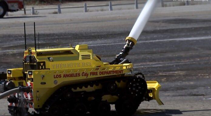 Zdalnie sterowane roboty będą gasić pożary. W najtrudniejszych sytuacjach znacznie zwiększą bezpieczeństwo strażaków [DEPESZA]