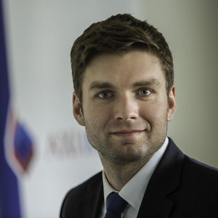 Jakub Kokiernak Industrial & Logistic Consultant w AXI IMMO