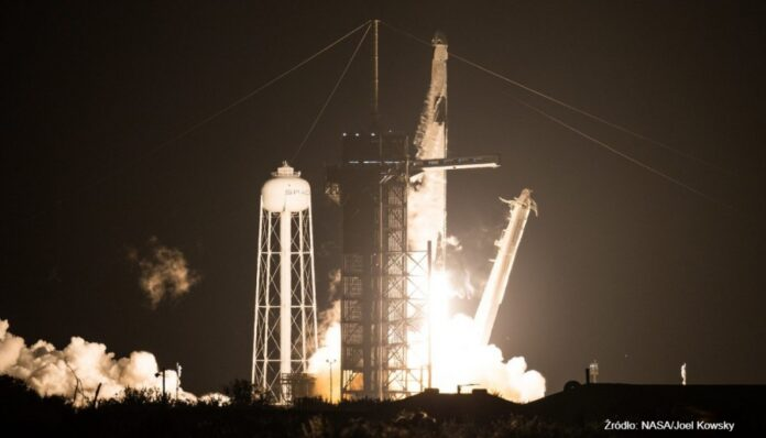 Wystartowała pierwsza kontraktowa misja z astronautami. To pierwszy krok do komercyjnych wypraw kosmicznych
