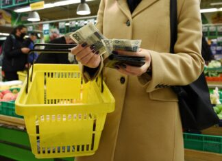 zakupy sklep pieniądze wydatki