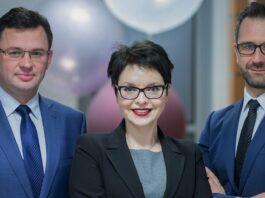 Od lewej dr Artur Sajnóg, dr hab. M. Janicka, prof. UŁ oraz dr Tomasz Sosnowski (fot. EkSoc UŁ)