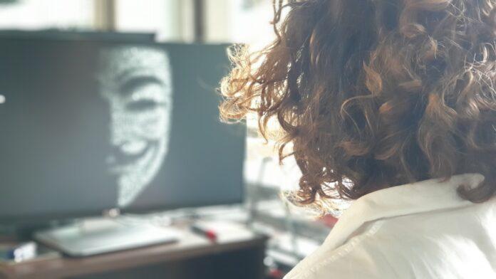 Fala ataków cyberprzestępców w pandemii przybiera na sile. W 2020 roku tylko w USA straty sięgnęły 4,1 mld dol. [DEPESZA]