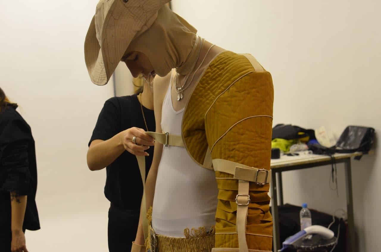 Projektowanie ubrań i ściągnie miar z manekina