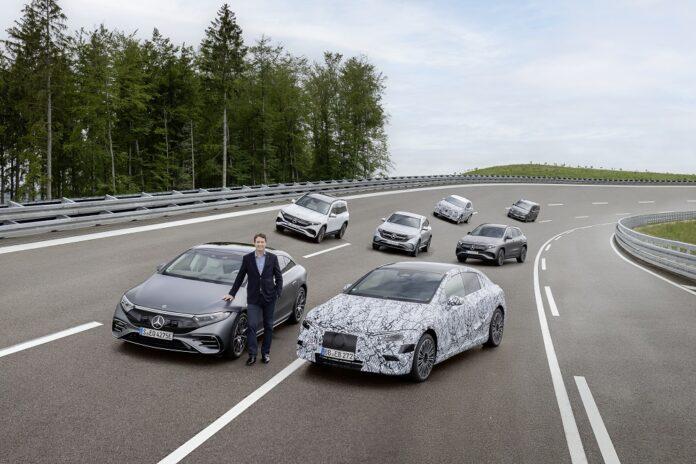 Mercedes-Benz stellt Weichen für vollelektrisches Zeitalter Mercedes-Benz prepares to go all-electric