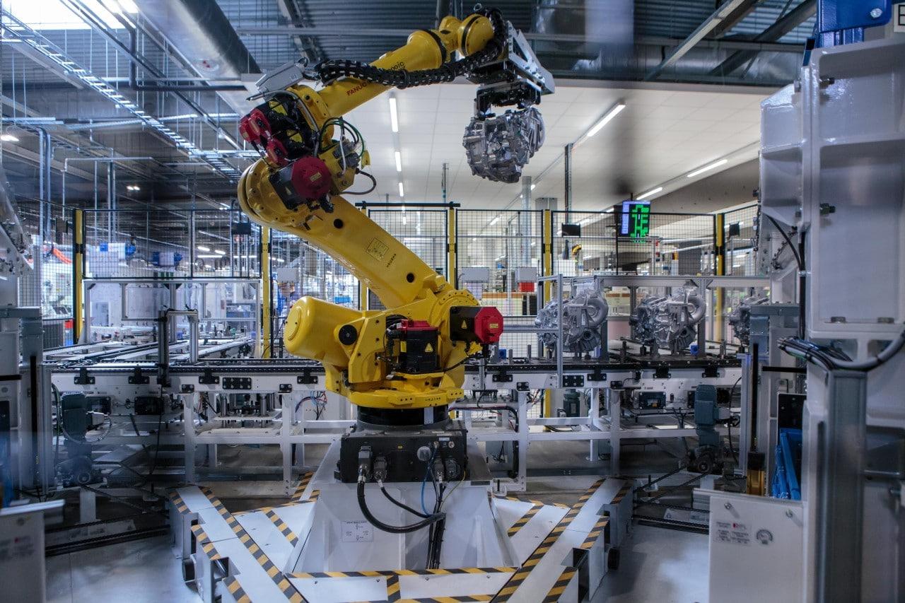 """Toyota Motors Manufacturing Poland. Linia produkcyjna nowych, hybrydowych skrzyń biegów """"small-small"""""""