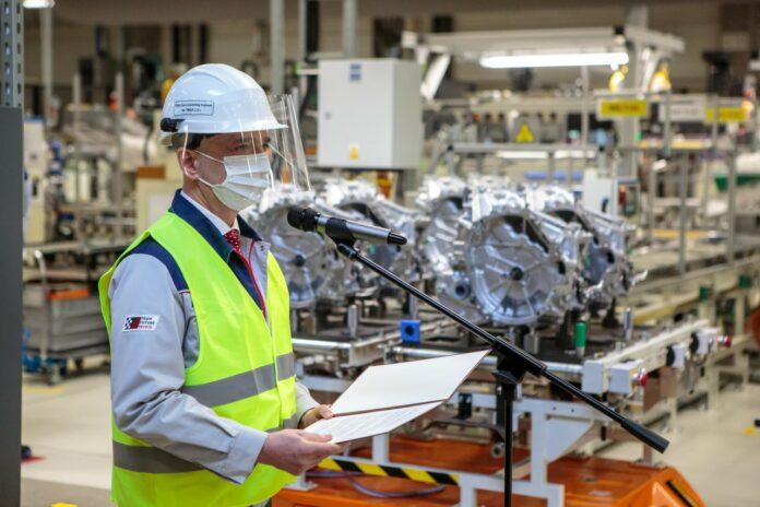 """Toyota TMMP. Uroczystość pierwszego dokręcenia śruby kluczem dynamometrycznym w hybrydowej przekladli """"smal/smal"""""""