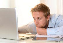 laptop praca i komputer, pracownik